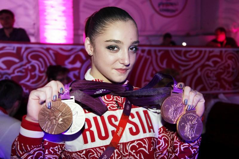 Aliya-Mustafina-medaglie.jpg