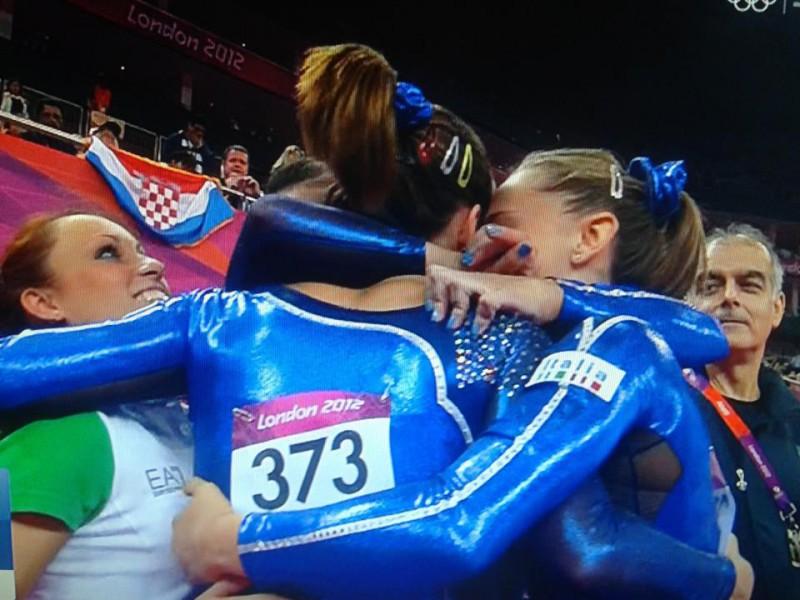 Gruppo-esultanza-Olimpiadi1.jpg
