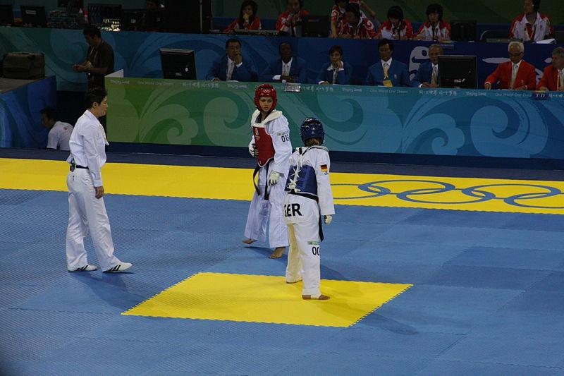800px-2008_Summer_Olympics_Taekwondo_-_Dalia_Contreras_v._Sumeyye_Gulec_1.jpg