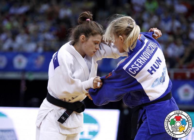 Judo-Valentina-Moscatt-Eva-Csernovicaki-IJF.jpg