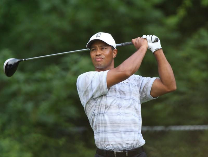 Tiger_Woods_drives_by_Allison.jpg