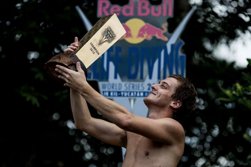 Gary-Hunt-tuffi-grandi-altezze-foto-Dean-Treml-Red-Bull-Cliff-Diving-pagina-facebook.jpg