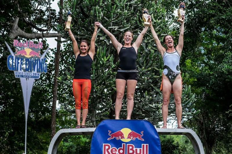 Rachelle-Simpson-tuffi-grandi-altezze-foto-©-Dean-Treml-Red-Bull-Cliff-Diving-fb.jpg