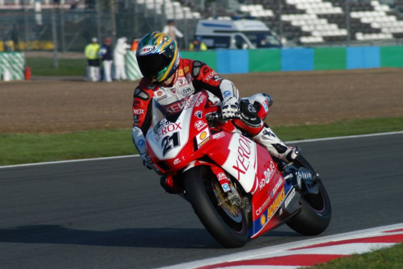 Troy-Bayliss-Superbike-Libera-Wikipedia.jpg