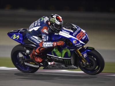 MotoGP, analisi GP Qatar 2016: il solito Lorenzo, bene Dovizioso. Marquez ha guarito la Honda, Valentino Rossi sgasato…