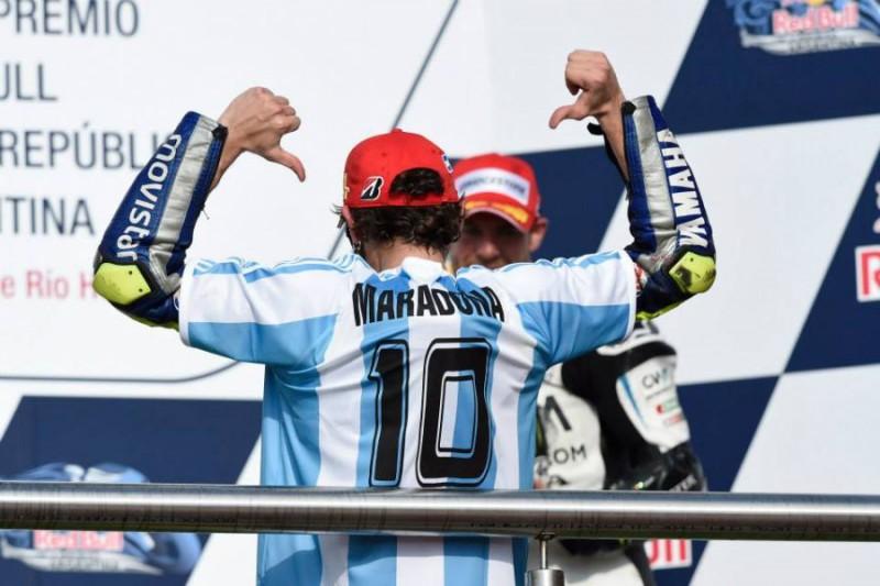 Valentino-Rossi-Moto-Pagina-FB-Yamaha.jpg