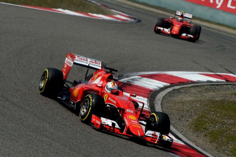 Vettel-e-Raikkonen-Fonte-Ercole-Colombo-Ferrari.jpg