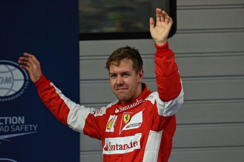 Vettel-festante-Fonte-Ercole-Colombo-Ferrari.jpg