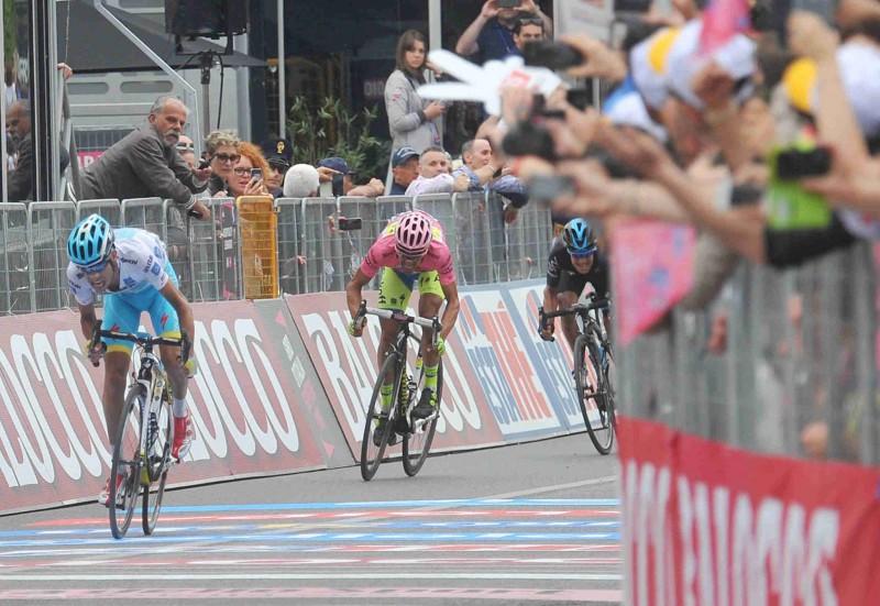 Aru-Conty-Porte-FB-Giro.jpg