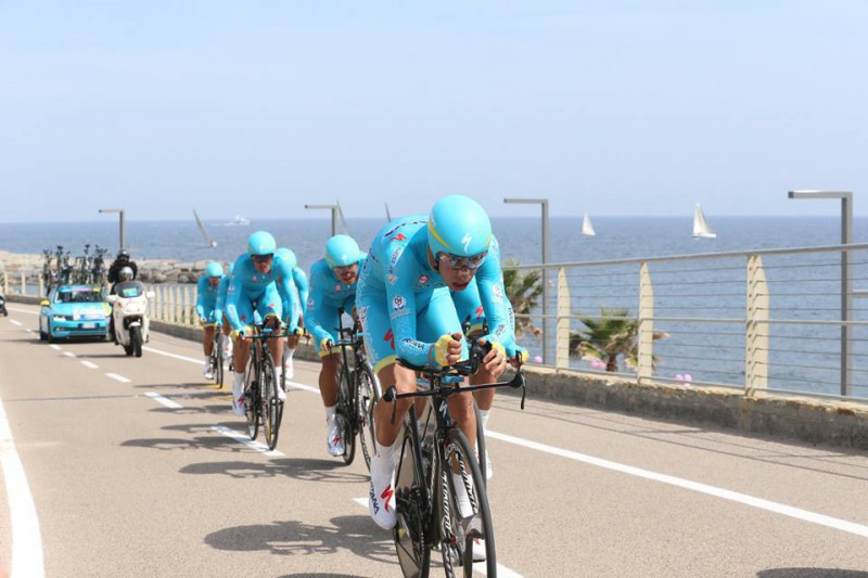 Astana-TTT-FB-Giro.jpg