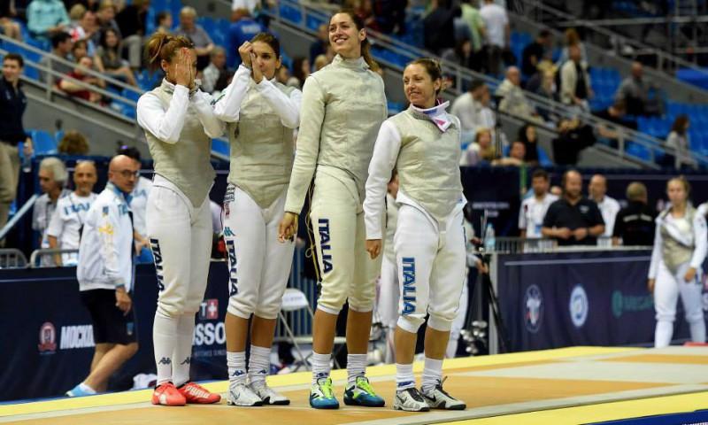 Errigo-Di-Francisca-Vezzali-Batini-fioretto-femminile-Mondiali-2015-scherma-foto-augusto-bizzi-federscherma.jpg