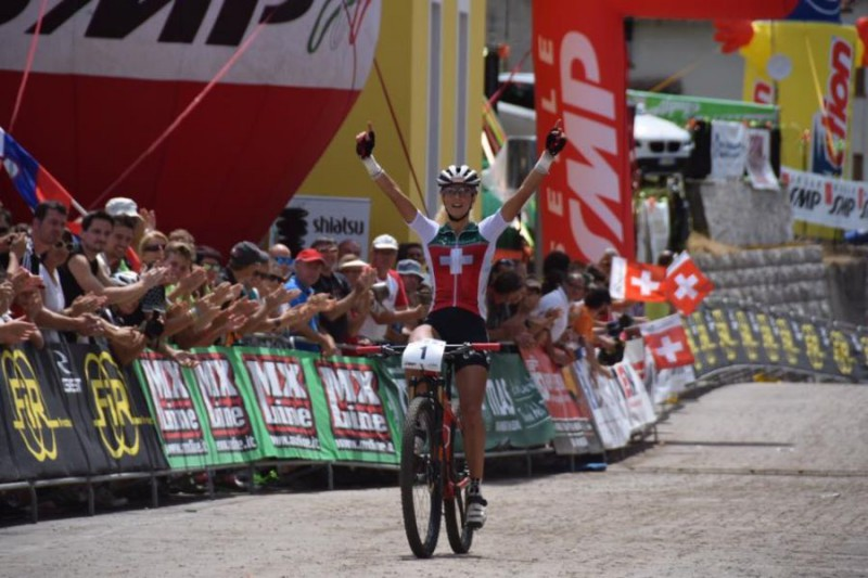 Jolanda-Neff-Mountain-Bike-3-Romeo-Deganello.jpg