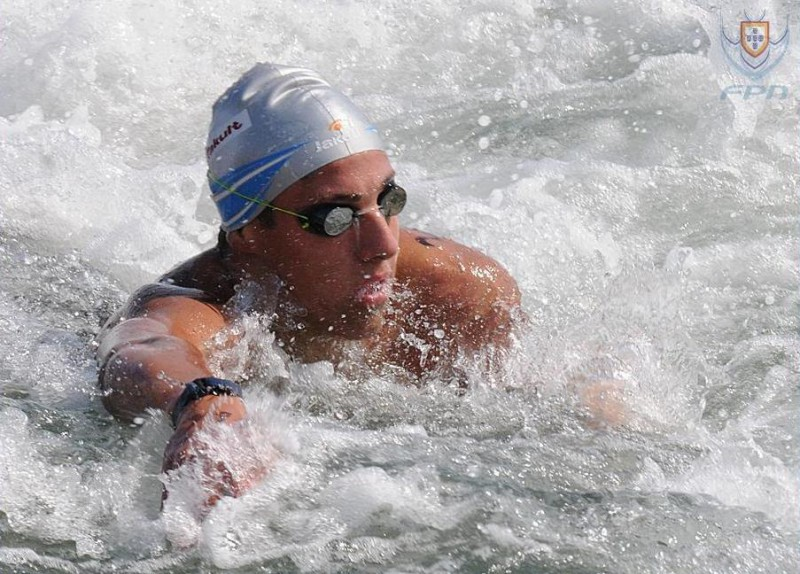 Mario-Sanzullo-nuoto-di-fondo-foto-federazione-portoghese.jpg