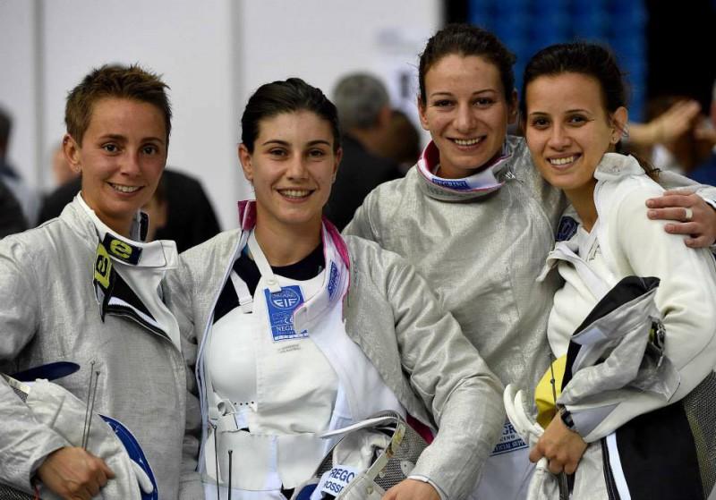 Sciabola-femminile-Bianco-Vecchi-Gregorio-Gulotta-scherma-foto-da-augusto-bizzi-federscherma.jpg