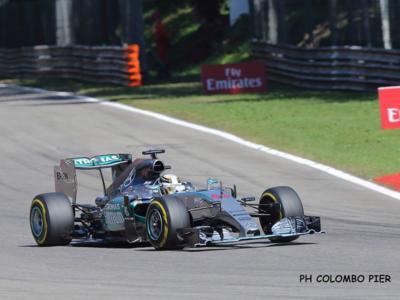 F1, GP Italia Monza 2015, ordine di arrivo: Hamilton sul gradino più alto del podio, Vettel e Massa dietro di lui