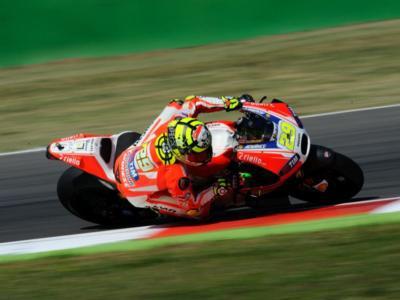 MotoGP, GP Qatar 2016, libere: Iannone vola ed è primo. Lorenzo 2° e Marquez 3°. Rossi solo settimo