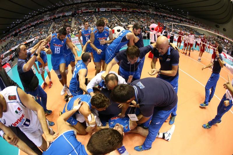 ItalyteamcelebratetheirvictoryoverPoland.jpg