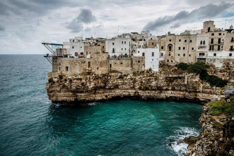 Polignano-a-Mare-2015-tuffi-grandi-altezze-foto-Dean-Treml-pagina-fb-Red-Bull-Cliff-Diving.jpg