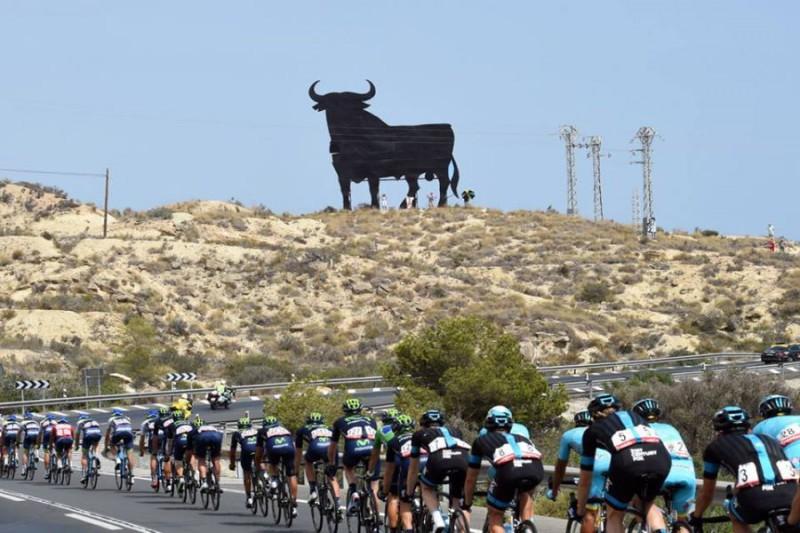 Vuelta-Pagina-FB-Team-Sky.jpg
