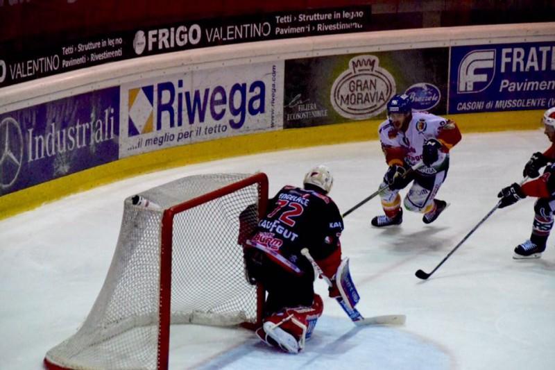 Asiago-Renon-3-hockey-su-ghiaccio-foto-romeo-deganello.jpg