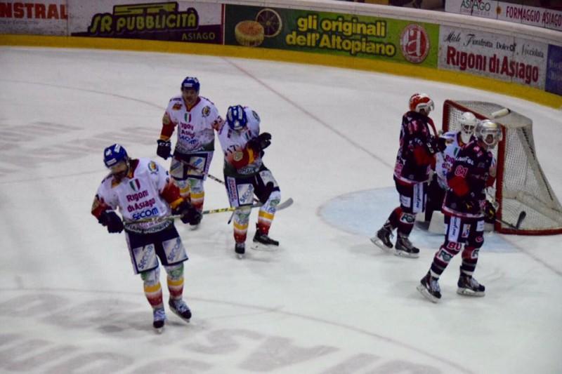 Asiago-Renon-8-hockey-su-ghiaccio-foto-romeo-deganello.jpg