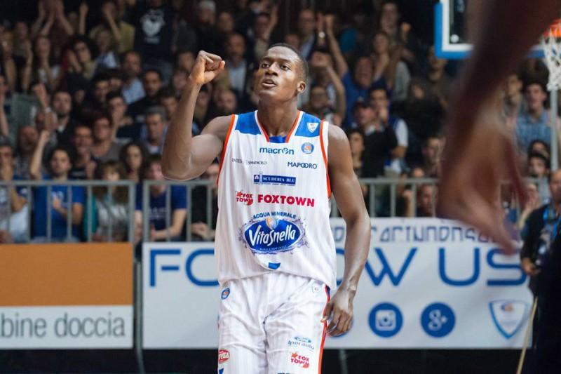 basket-awudu-abass-cantù-fb-pallacanestro-cantù.jpg