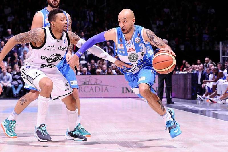 basket-david-logan-sassari-fb-dinamo-sassari-official-e1450898935582.jpg