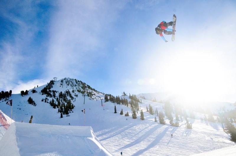 Brandon-Davis-snowboard-foto-pagina-fb-fis-snowboard-world-cup.jpg