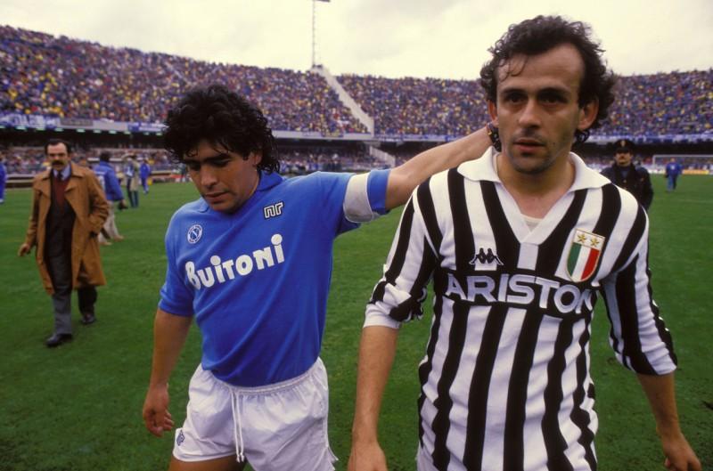 Maradona-Platini-Napoli-Juventus-calcio-foto-wikipedia.jpg