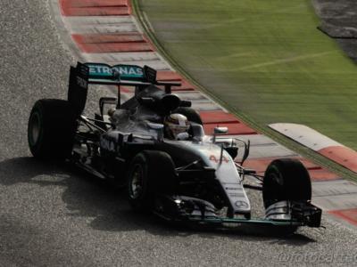 """F1, GP Cina 2016, Hamilton: """"Partire dal fondo non mi spaventa"""", Rosberg: """"La macchina va bene, soddisfatto dell'ultimo giro"""""""