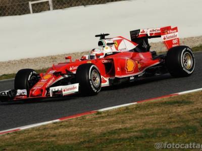 F1, GP Bahrain 2016, gara: Ferrari tenta l'attacco a Mercedes. La SF16-H degrada meno dei rivali