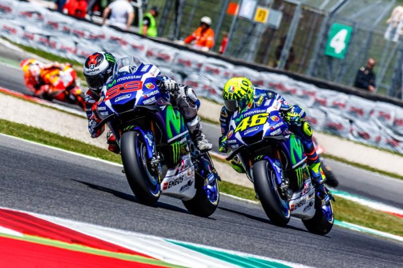 Lorenzo-e-Valentino-Rossi-Marco-Fattori.jpg