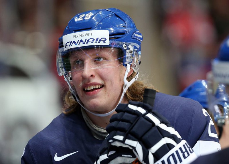 Patrik-Laine-finlandia-hockey-su-ghiaccio-foto-Andre-Ringuette-pagina-fb-iihf.jpg
