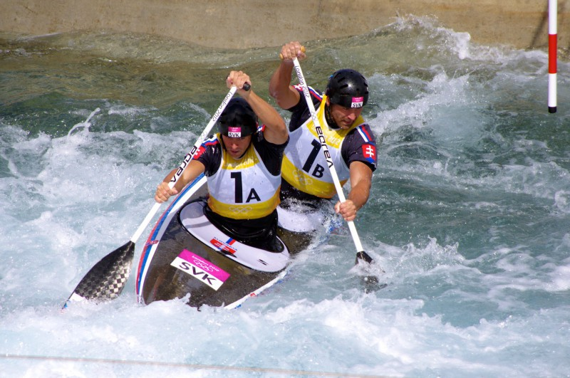 Slalom_canoeing_2012_Olympics_C2_SVK_Pavol_Hochschorner_and_Peter_Hochschorner.jpg