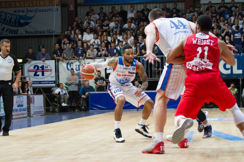 basket-chris-wright-fb-pallacanestro-cantù-1.jpg