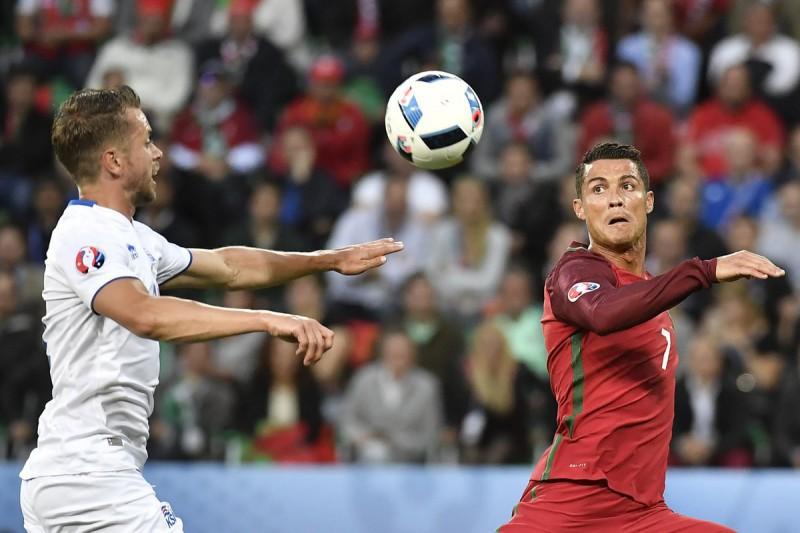 Cristiano-Ronaldo-Portogallo-2-calcio-foto-twitter-uefa-euro-2016.jpg