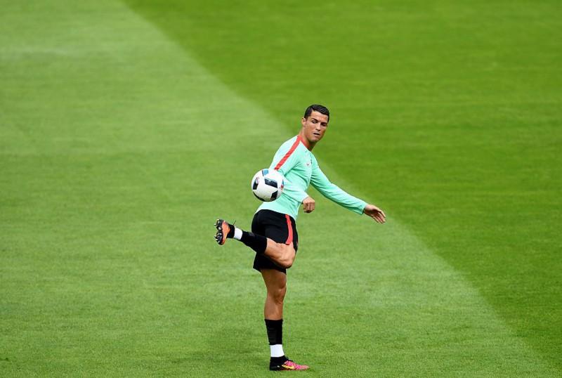Cristiano-Ronaldo-calcio-portogallo-profilo-twitter-uefa-euro-2016.jpg