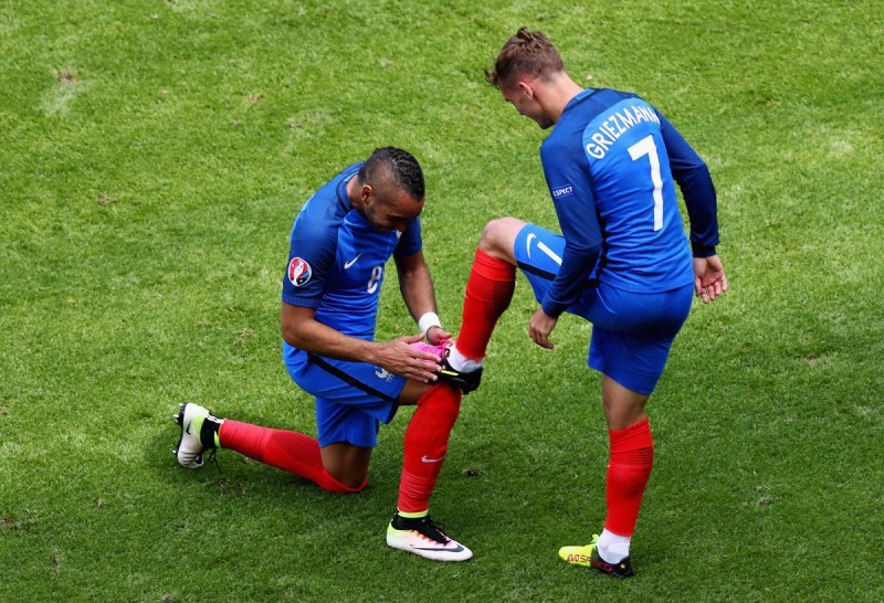 Payet-Griezmann-calcio-francia-uefa-twitter-euro-2016.jpg