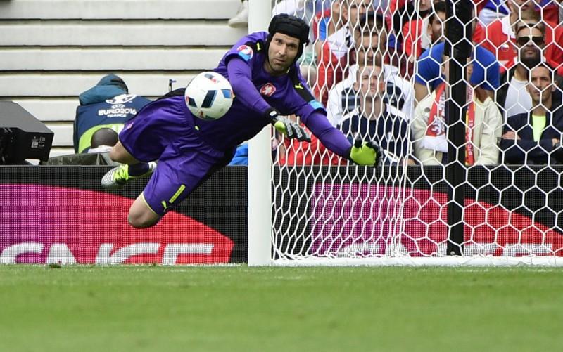 Peter-Cech-repubblica-ceca-calcio-foto-profilo-twitter-uefa-euro-2016.jpg