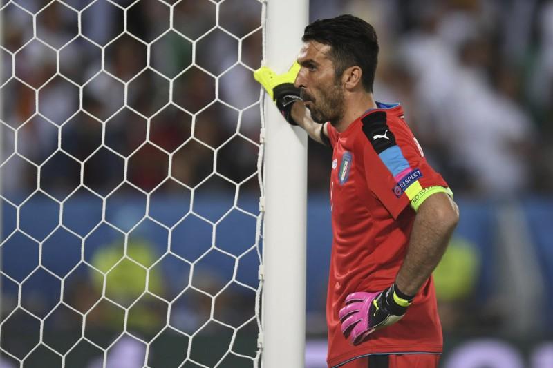 Buffon-3-italia-calcio-foto-twitter-uefa-euro-2016.jpg