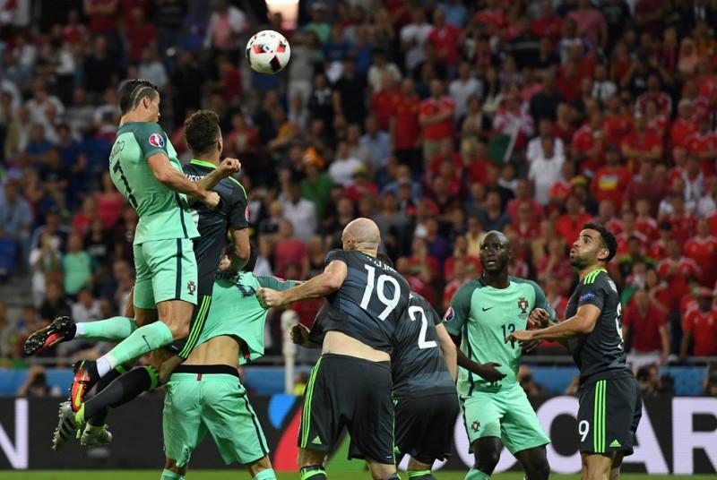 Cristiano-Ronaldo-4-portogallo-calcio-foto-twitter-uefa-euro-2016.jpg