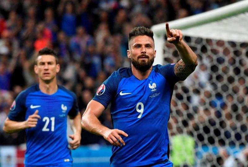Giroud-francia-calcio-foto-twitter-uefa-futsal-2016.jpg