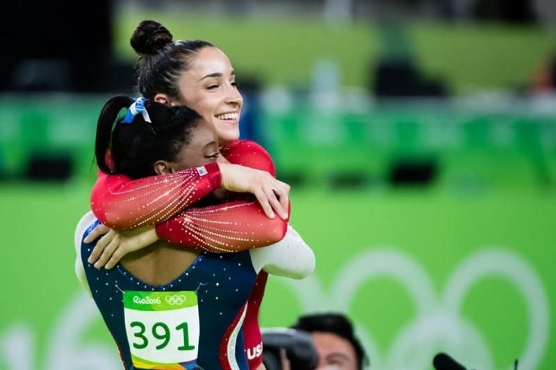 Aly-Raisman-Simone-Biles-Rio-2016.jpg
