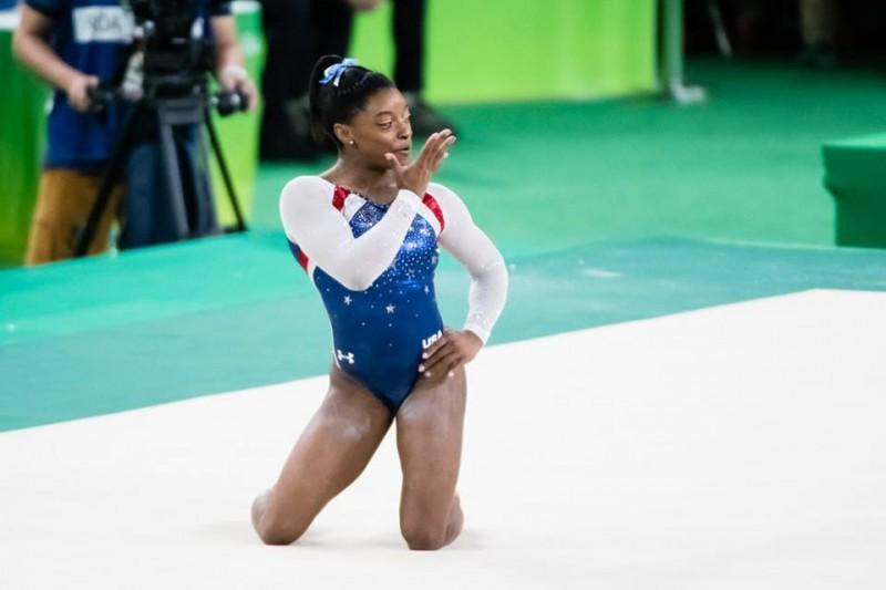 Simone-Biles-corpo-libero-Rio-2016.jpg
