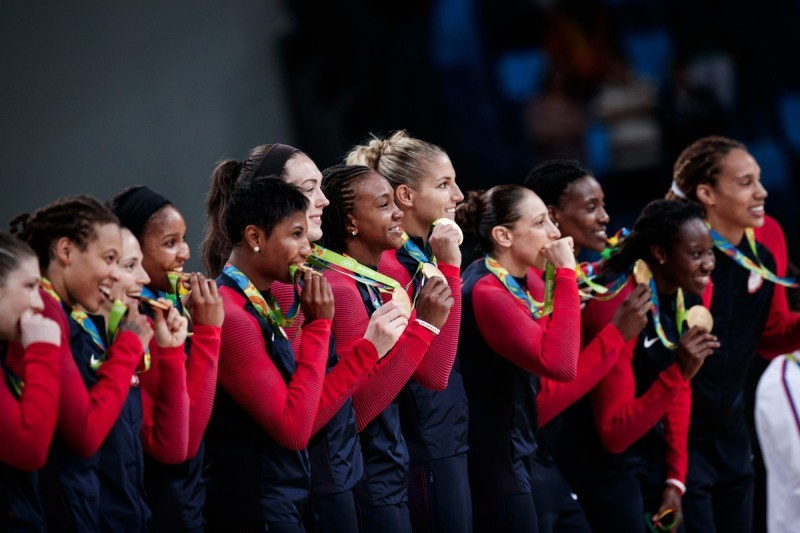 basket-femminile-stati-uniti-podio-rio-2016-Credit-Photo-Fiba-Basketball-Twitter.jpg