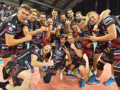 Volley, SuperLega – Quarta giornata: Perugia rimontata da Ravenna dal 2-0, poi vince al tie-break! Zaytsev annulla 2 match-point, Civitanova capolista solitaria