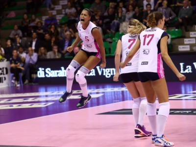Volley femminile, Serie A1 – Seconda giornata: Scandicci batte Modena nell'anticipo. Show Adenizia con 10 muri