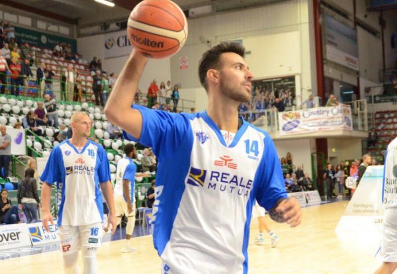 basket-sacchetti-fb-dinamo-sassari-official.jpg