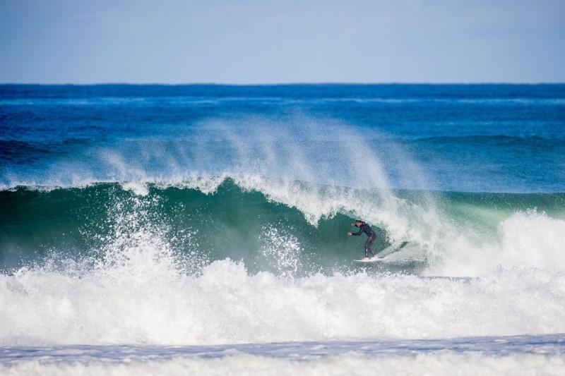 surf-keanu-asing-profilo-twitter.jpg