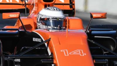 500 Miglia Indianapolis 2017: dopo una gara piena di emozioni e incidenti vince Takuma Sato. Fernando Alonso tradito sul più bello dal motore Honda